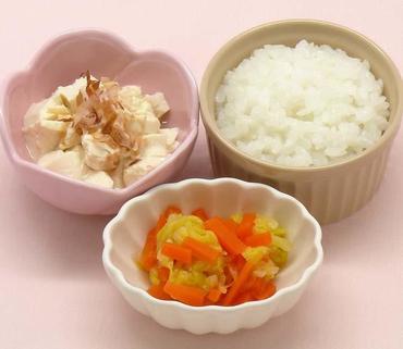 くずし豆腐・白菜と人参のやわらか煮・おかゆ