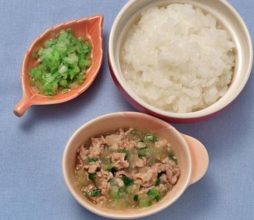 豚肉と野菜のみそ煮・レタスのおひたし・おかゆ