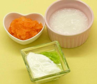 白菜のペースト ヨーグルトがけ・じゃが芋と人参のマッシュ・おかゆ