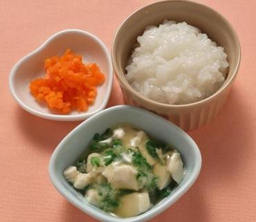 くずし豆腐の麻婆風・人参の甘煮・おかゆ
