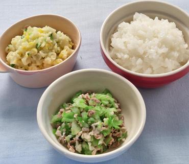 豚肉とキャベツのやわらか煮・マカロニサラダ・おかゆ