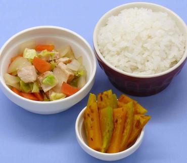 鶏肉と野菜のみそ煮・焼きかぼちゃ・おかゆ