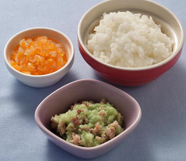 豚肉とキャベツのレンジ蒸し・玉葱と人参のやわらか煮・おかゆ