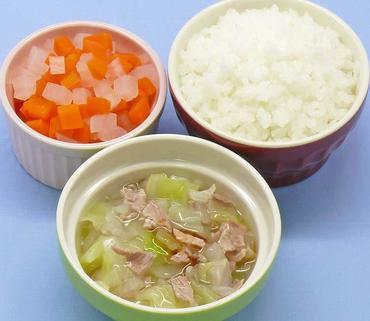 豚肉とレタスのとろみあえ・大根と人参の煮もの・おかゆ