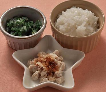 ゆで鶏のおかかのせ・青菜と玉葱のやわらか煮・おかゆ