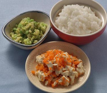 人参の豆腐あえ・白菜のみそ煮・おかゆ