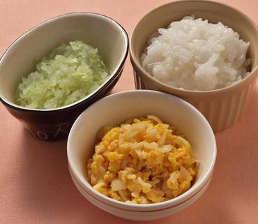 卵とマカロニのケチャップあえ・キャベツと玉葱のやわらか煮・おかゆ