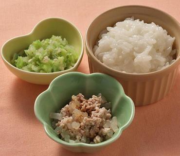 豚肉ともやしのやわらか煮・えのきと白菜の煮びたし・おかゆ