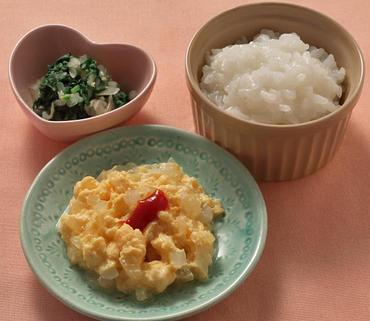 玉葱のオムレツ風・青菜ともやしのやわらかあえ・おかゆ