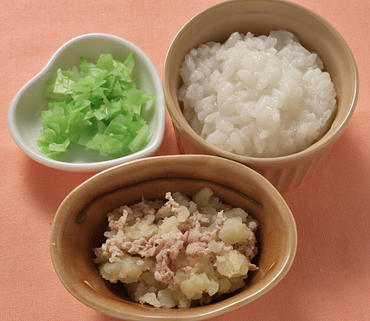 豚肉とじゃが芋のつぶしあえ・やわらか白菜・おかゆ