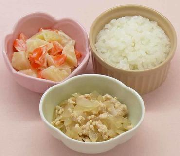 鶏肉と玉葱の煮もの・ポテトサラダ・おかゆ