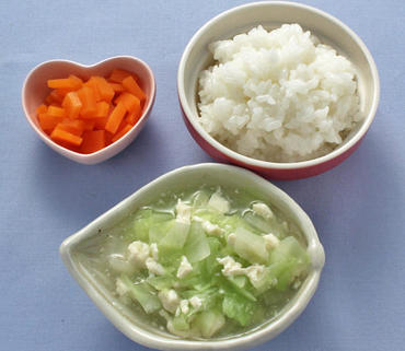 くずし豆腐とキャベツのとろみ煮・人参の甘煮・おかゆ