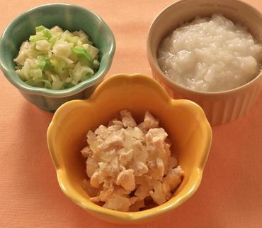 鶏肉と玉葱の煮もの・マカロニサラダ・おかゆ