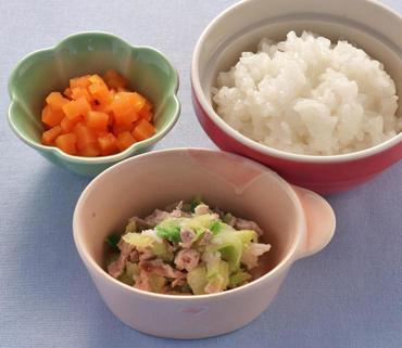 豚肉と白菜のレンジ蒸し・人参の甘煮・おかゆ