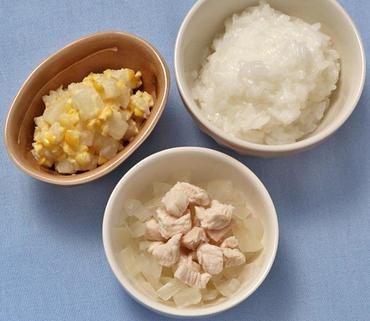 鶏肉と玉葱の煮もの・じゃが芋とコーンのマヨあえ・おかゆ