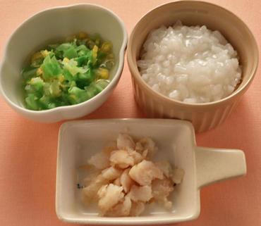 白身魚ソテー・キャベツのコーン煮・おかゆ