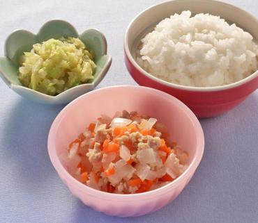 野菜のそぼろ煮・白菜のおひたし・おかゆ