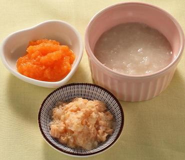 さけと玉葱のレンジ蒸し・人参ペースト・おかゆ