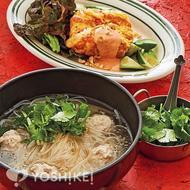 肉だんご入りタイ風汁麺