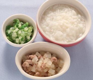 鶏肉と大根の煮もの・白菜と胡瓜のやわらかあえ・おかゆ