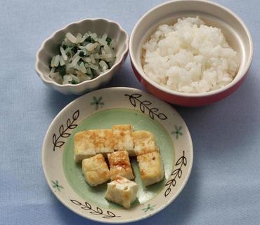 豆腐ステーキ・二色あえ・おかゆ
