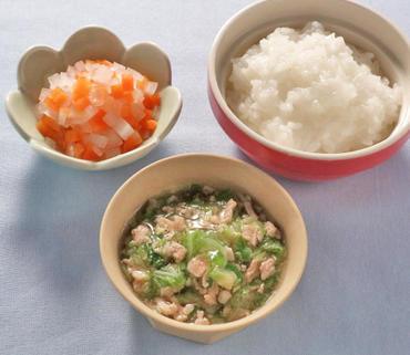 豚肉と白菜のとろみあえ・大根と人参の煮もの・おかゆ