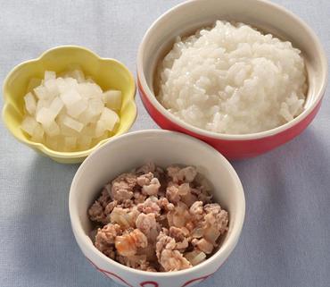 豚肉と玉葱のケチャップ煮・やわらか大根・おかゆ