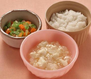 豆腐と大根のとろみ煮・レタスと人参のやわらかあえ・おかゆ
