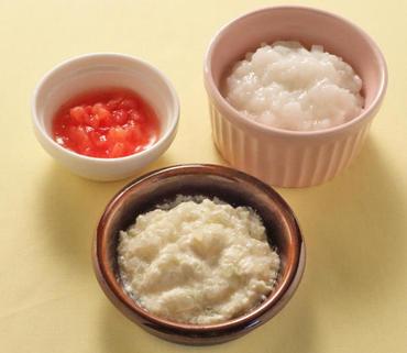 豆腐と玉葱のつぶしあえ・やわらかトマト・おかゆ