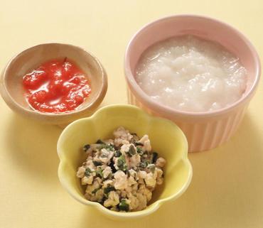 鶏肉とサニーレタスのやわらか煮・ミニトマトのピューレ・おかゆ