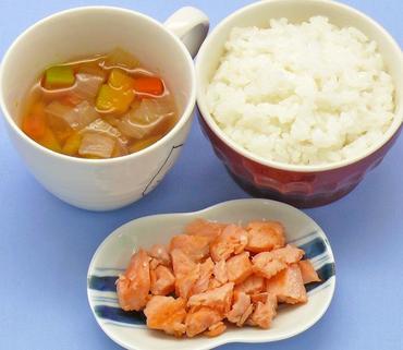 さけのソテー・野菜スープ・おかゆ