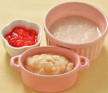鶏肉とじゃが芋のマッシュ・やわらかトマト・おかゆ