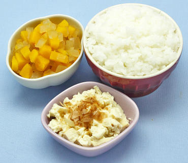 おかか豆腐・かぼちゃと玉葱の煮もの・おかゆ