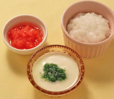 プレーンヨーグルト 水菜ペーストのせ・やわらかトマト・おかゆ