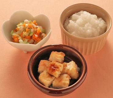 さけのソテー・じゃが芋と玉葱のやわらか煮・おかゆ