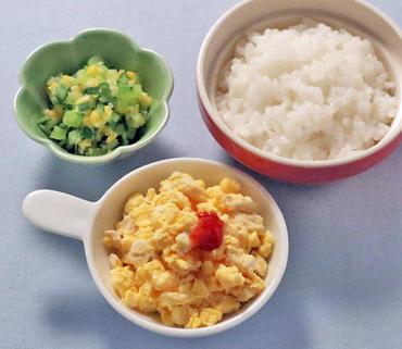 チキンオムレツ・胡瓜のコーン煮・おかゆ