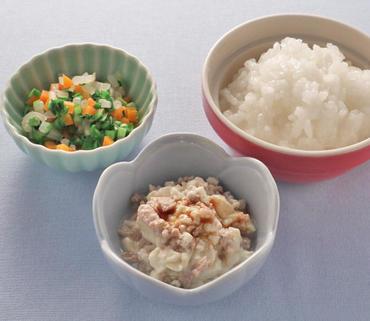 肉豆腐・三色あえ・おかゆ