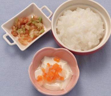 2色野菜のヨーグルトサラダ・白菜のケチャップ煮・おかゆ