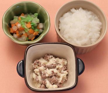 牛肉豆腐・白菜と人参のやわらか煮・おかゆ