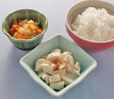 おかか豆腐・白菜と人参のやわらか煮・おかゆ