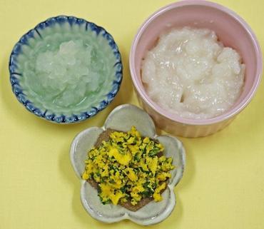 ほうれん草の黄身あえ・玉葱のやわらか煮・おかゆ