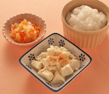 おかか豆腐・白菜と人参のやわらかあえ・おかゆ