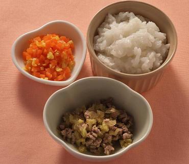 牛肉と白菜のやわらか煮・人参のコーンあえ・おかゆ