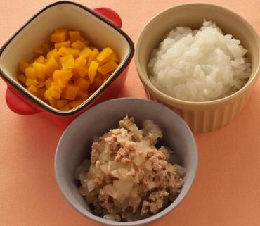 豚肉と玉葱のケチャップ煮・やわらかかぼちゃ・おかゆ