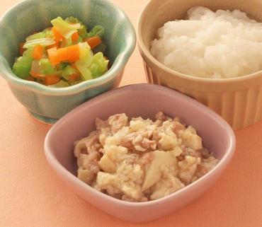 肉豆腐・白菜と人参の煮びたし・おかゆ