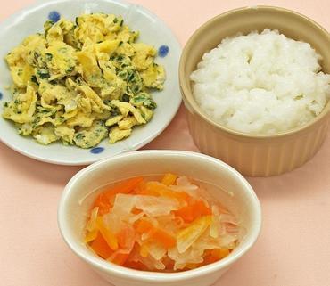 ほうれん草オムレツ・玉葱と人参のやわらか煮・おかゆ