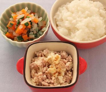 そぼろ豆腐・三色あえ・おかゆ