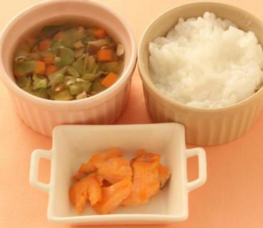 さけのソテー・きのこと野菜のスープ・おかゆ