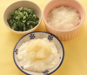 ポテトのヨーグルトがけ・グリーンリーフと玉葱のやわらか煮・おかゆ