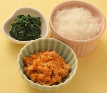 ひき肉とおろし人参のレンジ蒸し・青菜ペースト・おかゆ
